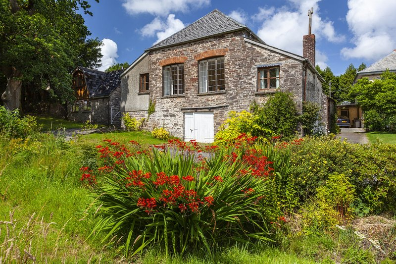 Barn Cottage, Brayford - Barn Cottage - Sleeps 4 - edge of Exmoor - wonderful co, vacation rental in Barnstaple