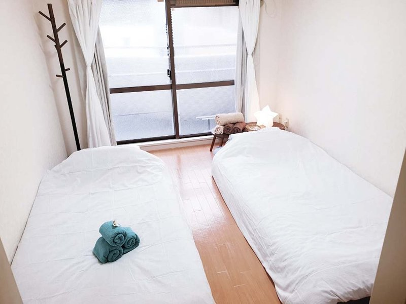 5 minutes to hakaa sta. max. 4people modern western style room #5, location de vacances à Tenjin