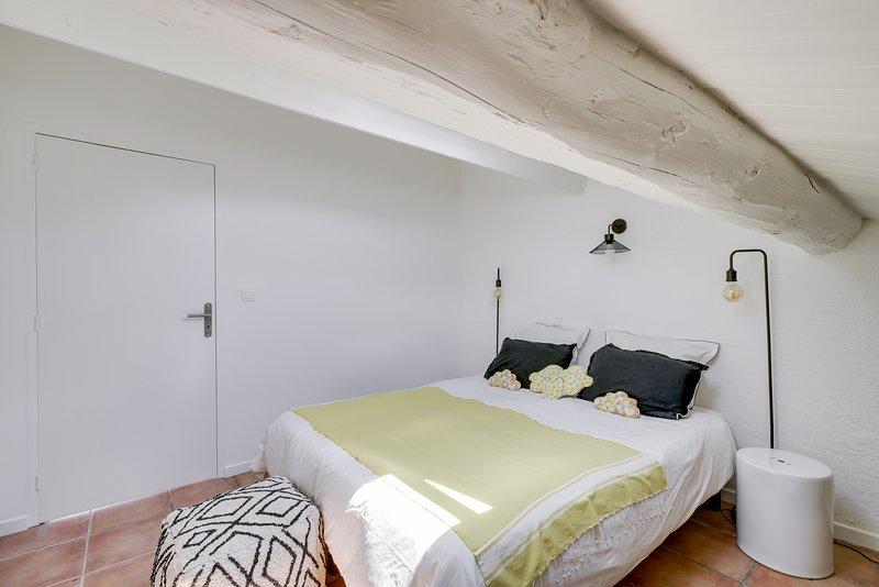 Mas 17ème, Provence 2-6 pers, terrasse, piscine, parc, charme, rénové, sécurité, vacation rental in Carpentras