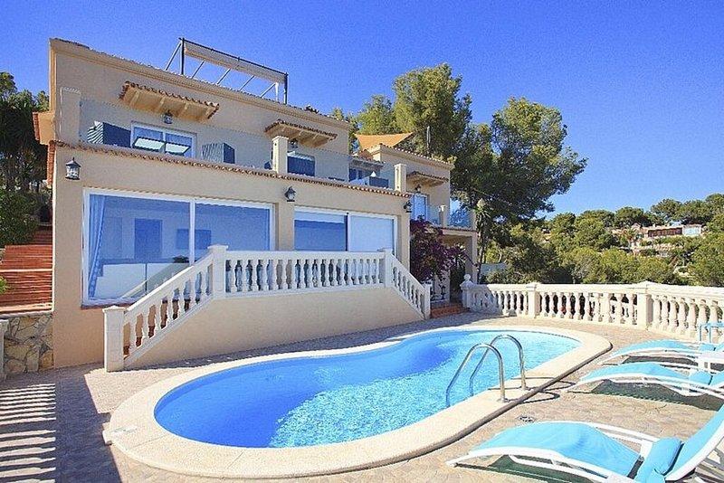 Villa avant et piscine