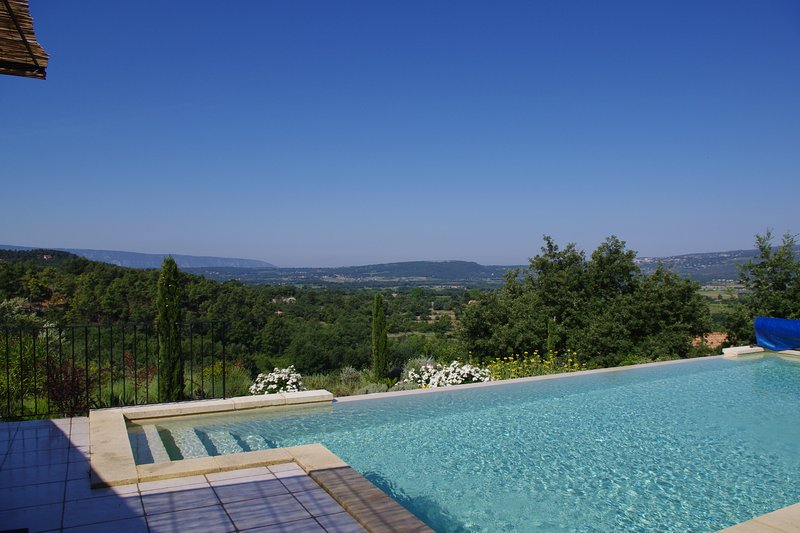 Amazing villa with swimming-pool, location de vacances à Roussillon