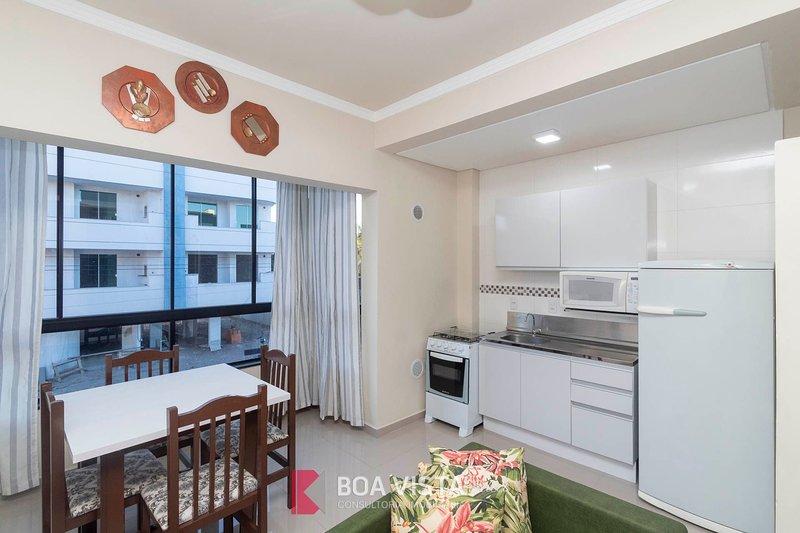 Aluguel Apartamento Duplex 10 p/ 5 pessoas Bombas/SC, holiday rental in Bombinhas