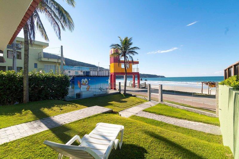 Aluguel Casa 4 quartos s/ 1 suíte frente Mar | Bombas/SC, holiday rental in Bombinhas
