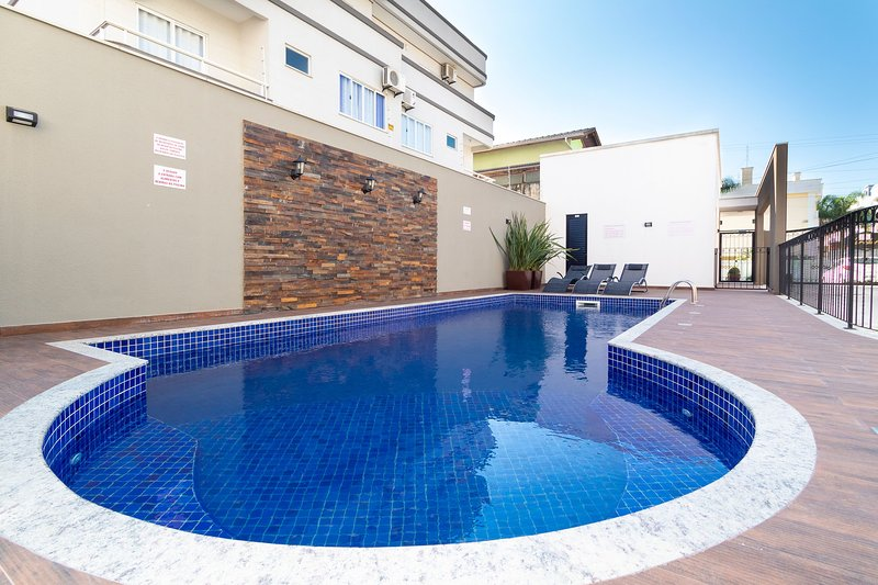 Aluguel Apartamento 2 quartos s/ 1 suíte Piscina | Bombas/SC, holiday rental in Bombinhas