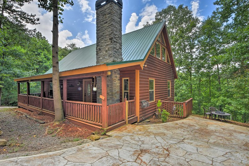 This peacefully situated cabin offers all comforts of home.