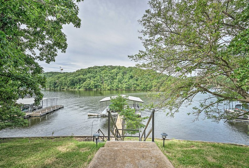 Waterfront Lake Ozark House w/ Private Dock!, holiday rental in Four Seasons