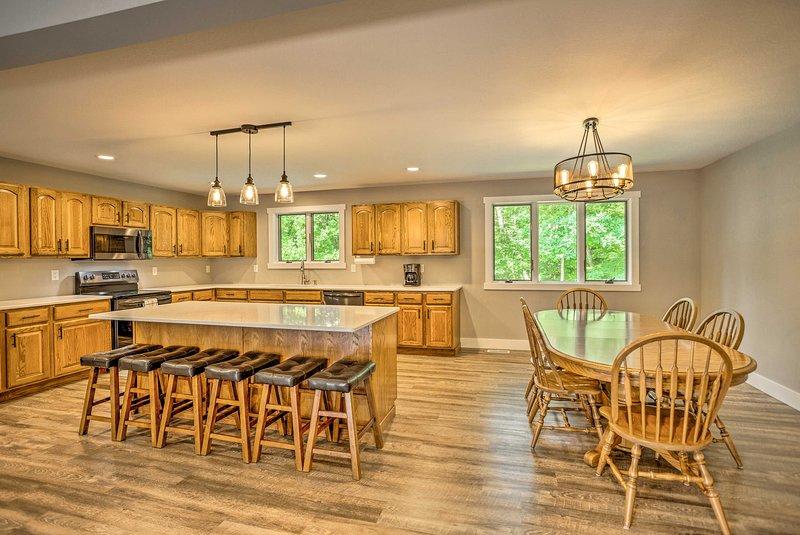 A cozinha está totalmente equipada - perfeita para preparar refeições caseiras.