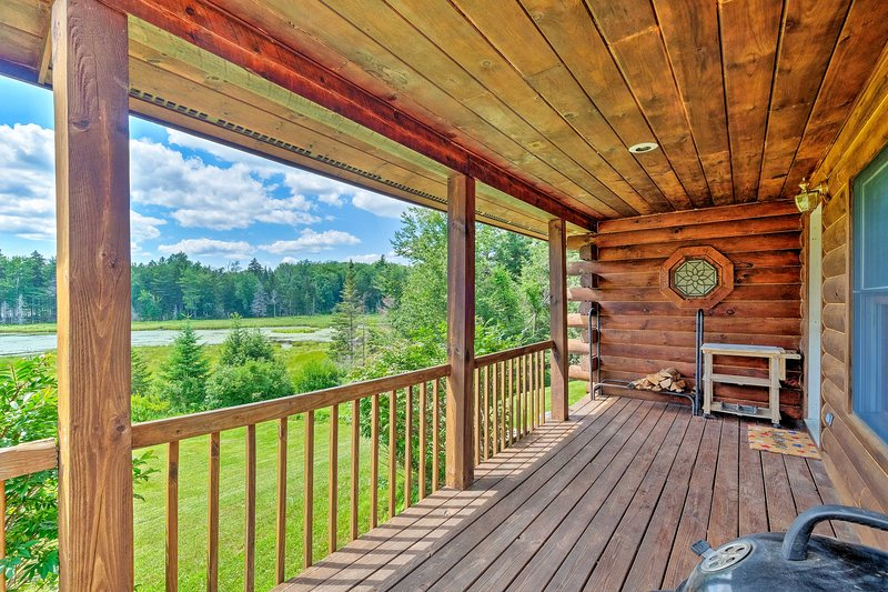 Jacksonville Cabin w/ Wraparound Deck & Views, holiday rental in Chesterfield