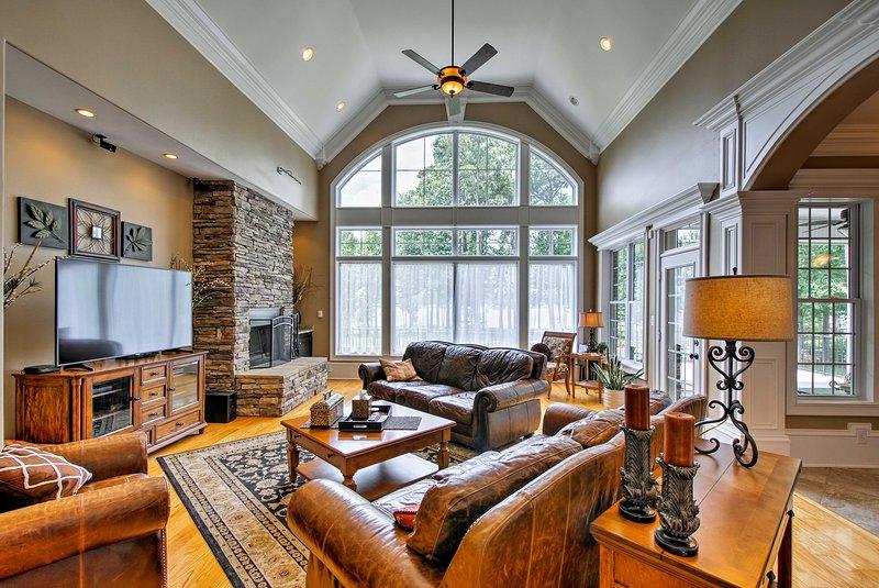 8,300 Sq Ft Guntersville Lake Home w/ Dock!, holiday rental in Scottsboro