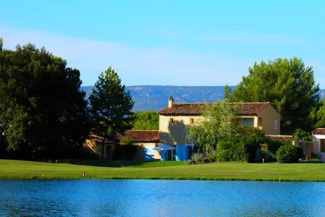 Big villa with swimming-pool & Wifi, holiday rental in Pont Royal