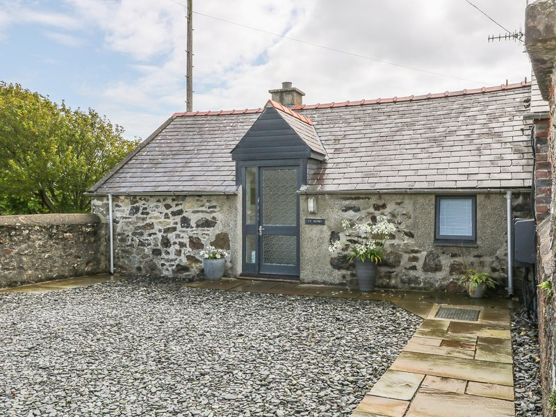TY WOMS, stone-built, single-storey, pet welcome, romantic retreat, Abersoch, location de vacances à Cilan Uchaf