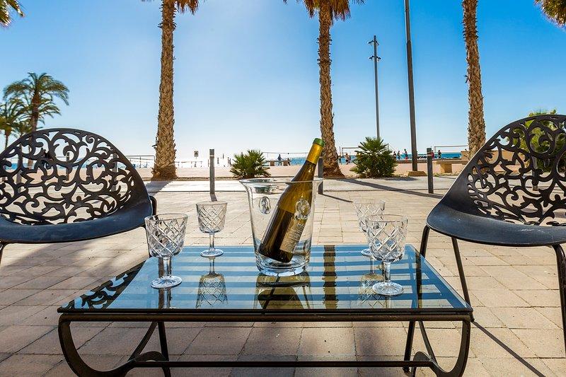 Cozy 105m2 Beachhouse with direct beach access., location de vacances à Villajoyosa