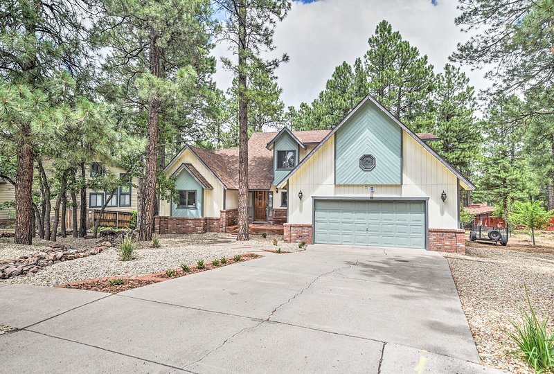This 5-bed Flagstaff home sleeps 13 making it perfect for group getaways.