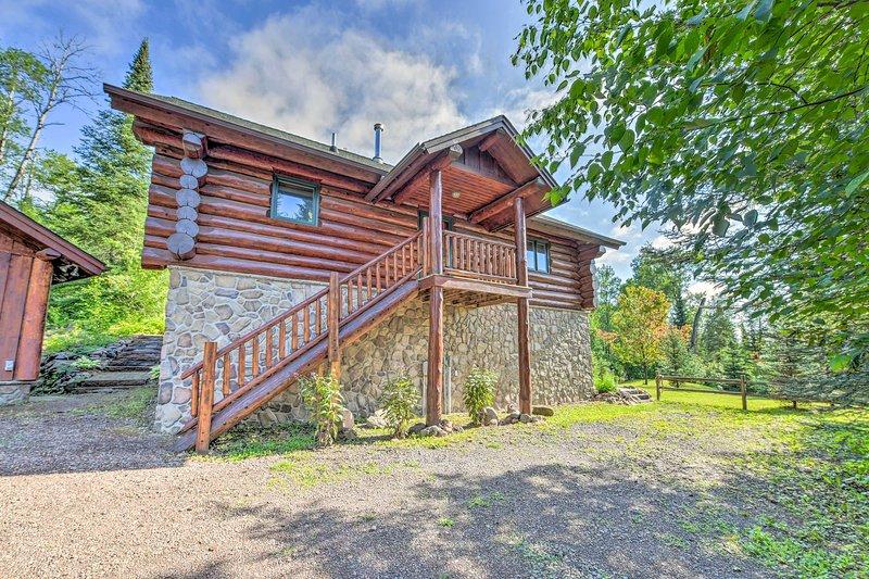 Lutsen Cabin w/ Fire Pit, Patio & Deck!, location de vacances à Lutsen