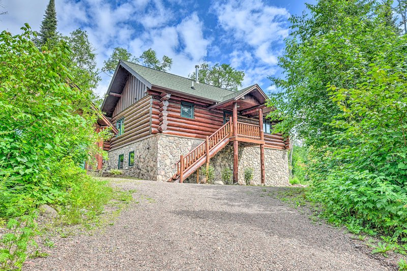 You'll never want to leave this rustically furnished Lutsen home base!