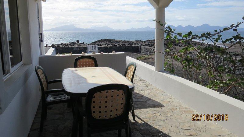 Appartement à louer vue mer 80m de la plage, vacation rental in Porto Novo