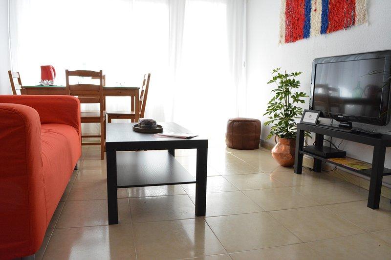 Apartamento junto Parque de MªLuisa, holiday rental in Los Palacios y Villafranca