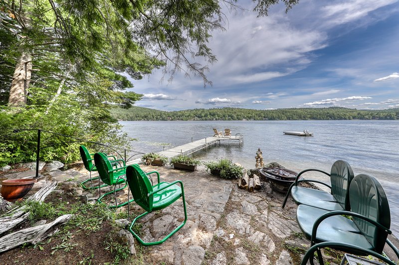 Lakefront house w/ dock, sandy beach, full kitchen, gorgeous views, holiday rental in Brant Lake