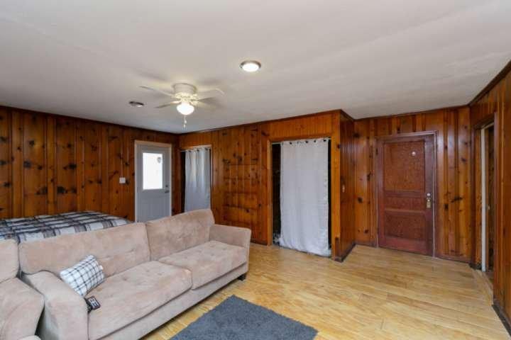 Reclaimed Grooved Pine; Clean Space