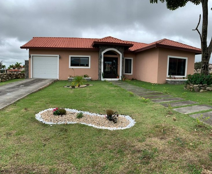 Beautiful Getaway House - Great Mountain View in Gated Communitty, aluguéis de temporada em Alto Boquete