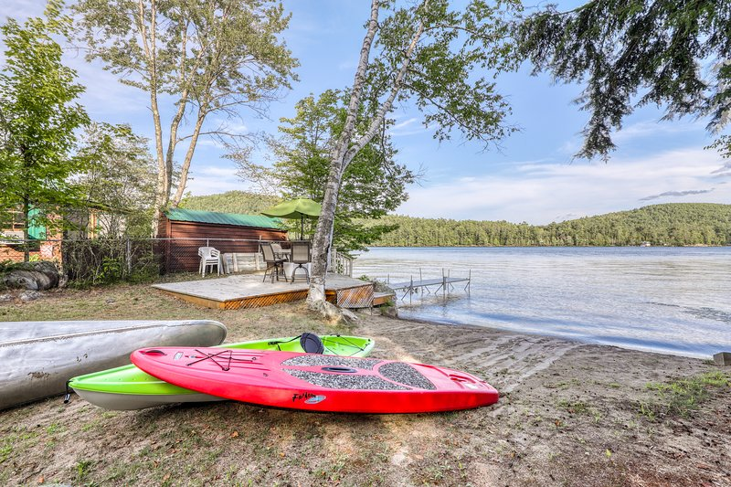 Lakefront, family-friendly house with sandy beach, private dock, holiday rental in Brant Lake