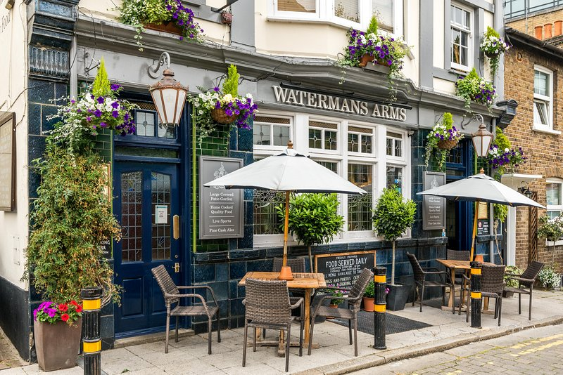 Inviting area with quality restaurants & pubs.