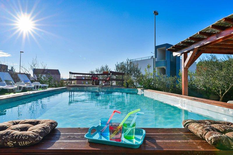 Private Pool / Private Pool