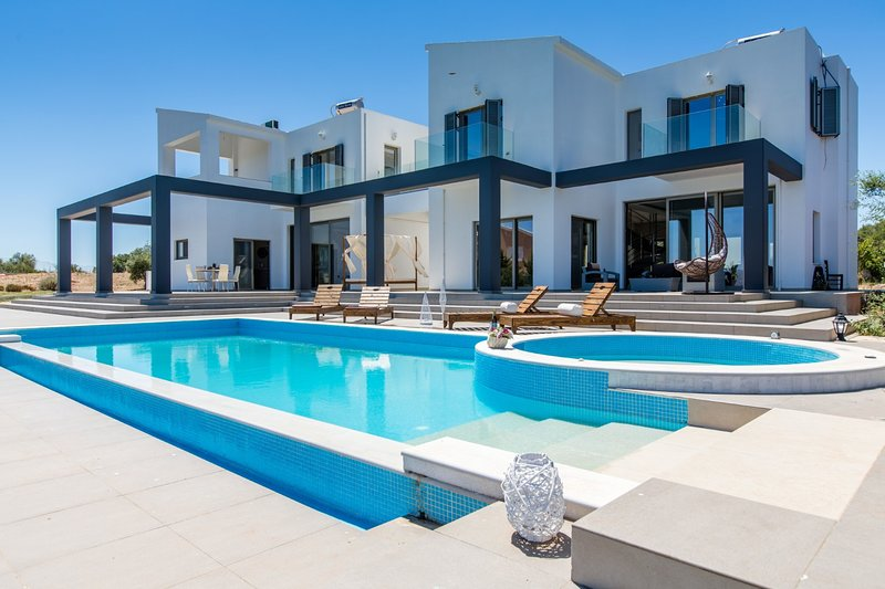New Luxury Villa★Prive POOL & JACUZZI★BBQ Bar★SeaView★5 bedrooms★12 people, vacation rental in Kounoupidiana