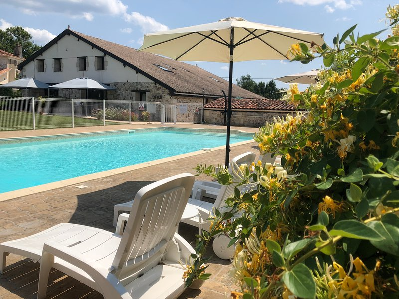 La Maison Grange, holiday rental in Chenaud