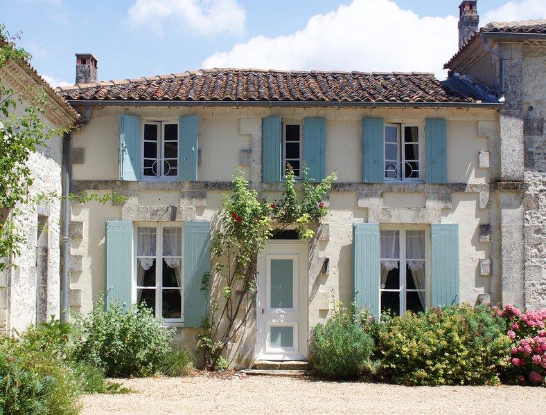 Le Petit Manoir at La Flotte, holiday rental in Saint Romain sur Gironde