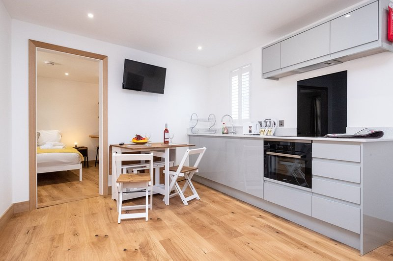 Three Tuns Apartments - Weeping Willow, holiday rental in Easton