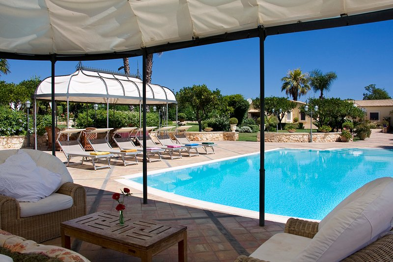 Villa Mamma Lucia, holiday rental in Citta Giardino