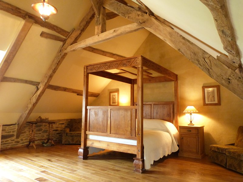 Le Grener at Le Pas Cru' Bed and Breakfast Brittany near Le Mont Saint Michel, vacation rental in Sougeal