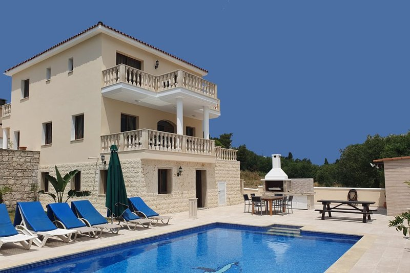 Villa Maria  - Large Private Villa with  Infinity POOL, holiday rental in Pano Arodes
