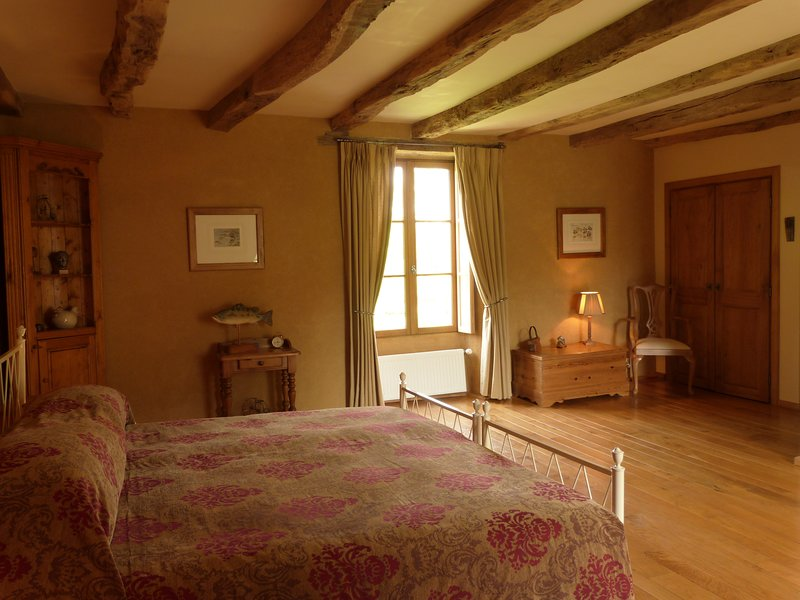 Le Jardin at Le Pas Cru' Bed and Breakfast Brittany near Le Mont Saint Michel, vacation rental in Sougeal