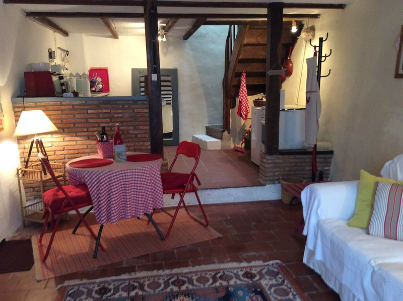 Nice house with garden & Wifi, vakantiewoning in Lesterps