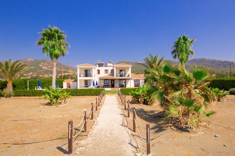 Anthiana Beach Villa, Argaka- Seafront Villa with Established Garden/Pool Area, holiday rental in Argaka