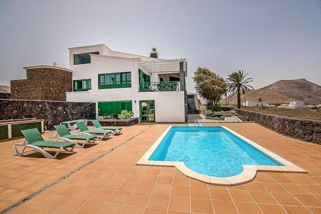 Amazing villa with swimming-pool, casa vacanza a Femes
