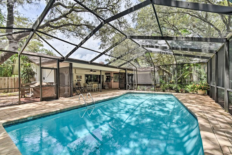 Prime Indian Rocks House w/ Covered Lanai & Pool!, location de vacances à Largo