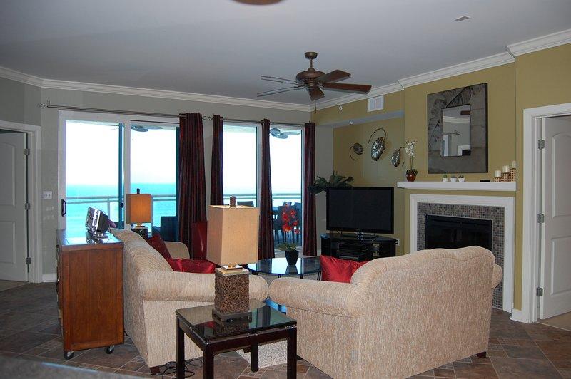 WE ARE OPEN  Direct Oceanfront in Ocean Vistas, 2 Ocean Front Master Suites, location de vacances à Daytona Beach