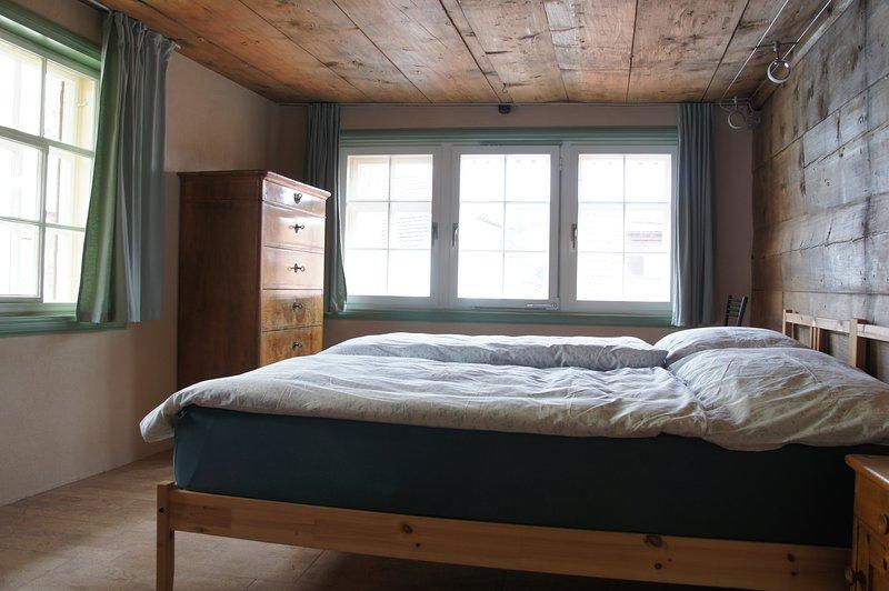 Budget-Zimmer in 450-jährigem Holzhaus im Herzen von Appenzell, holiday rental in Appenzell