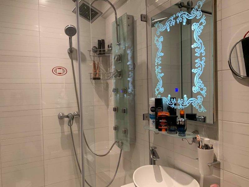 Trés bel appartement moderne F3 tout confort. 50 m2 10min de la plage, vacation rental in Ait Melloul