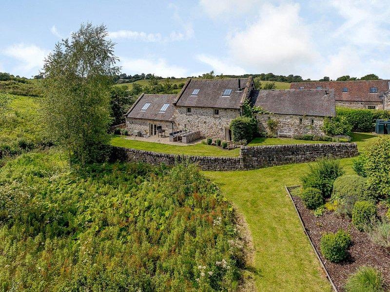 Waterside Barn, Bradbourne, Derbyshire  - Sleeps 8 + 2 children, vacation rental in Ashbourne