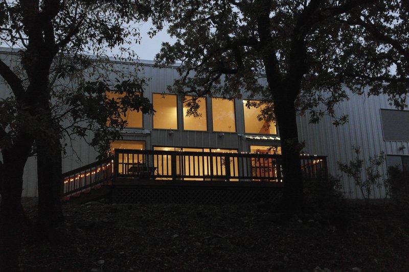 Private Contemporary Home on 6 acres, location de vacances à Hunt