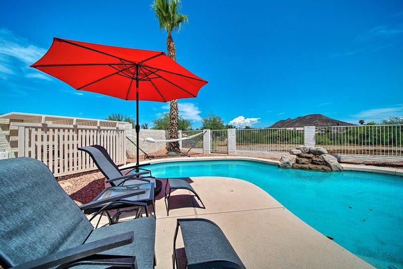 Planera din semester i Phoenix-området till detta 3-sovrums hus med 2,5 badrum!