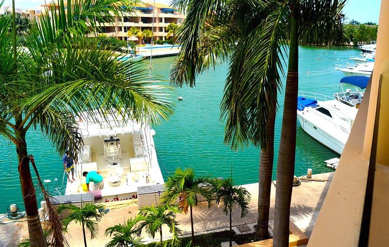 Beautiful Condo on the Marina, 5mn walking from the beach, vacation rental in Xpu-Ha