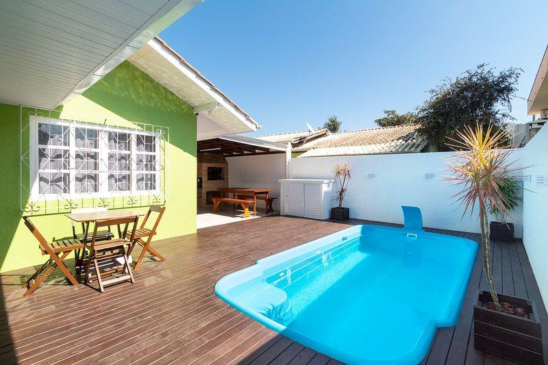 Aluguel Casa 4 quartos / 1 suíte Piscina Bombas/SC, holiday rental in Bombinhas