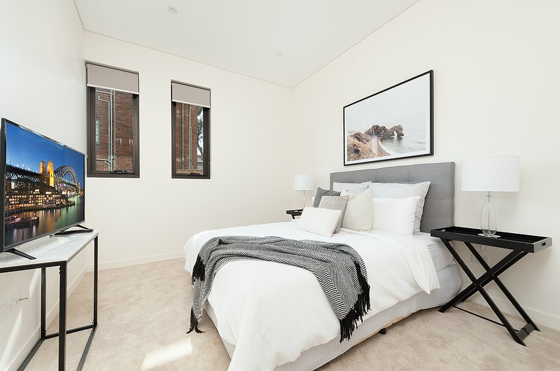 El acogedor dormitorio con cama Queen