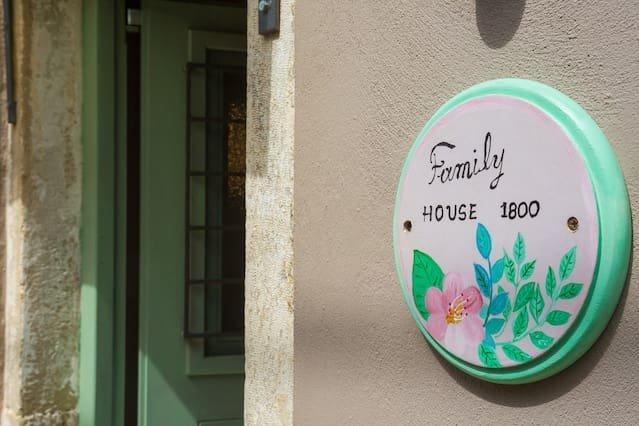 Family House 1800, alquiler de vacaciones en Chlomos