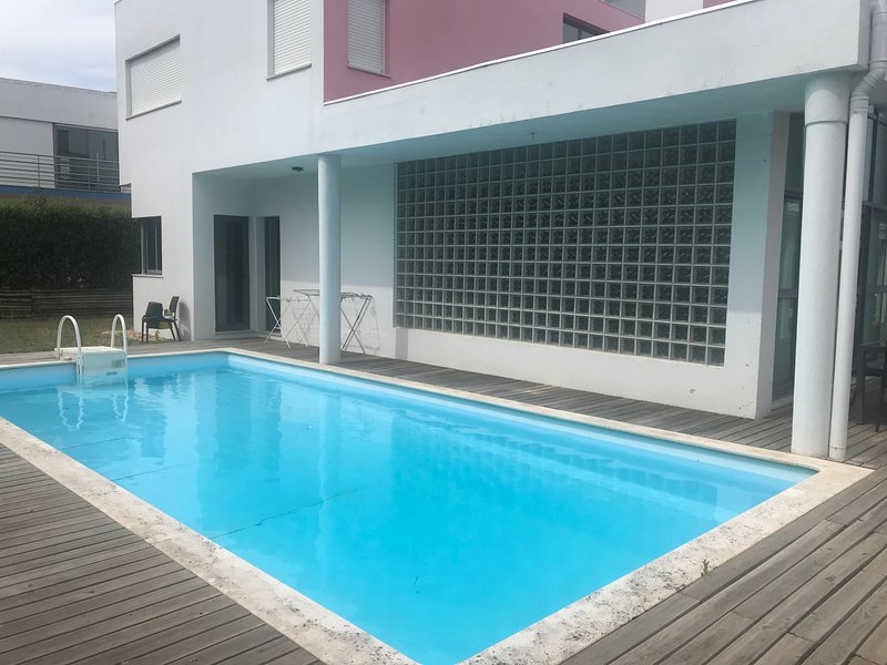 Villa with private pool in condominium, location de vacances à Quinta Do Conde